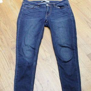 Levi Dark Wash Skinny Jeans